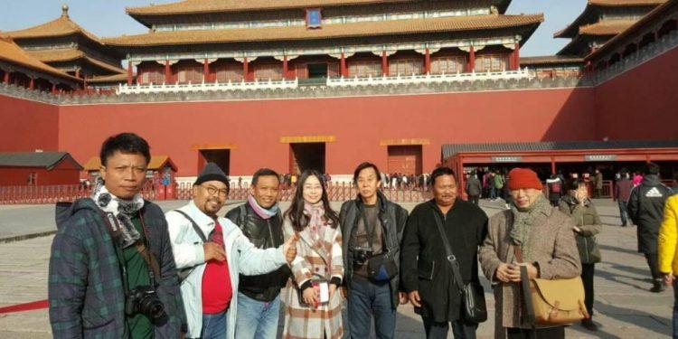 Para perupa Bali dan China berfose di Beijing. /Foto: Wayan Redika