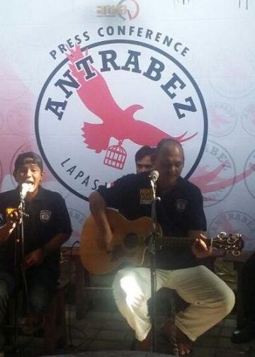 Band Antrabez saat jumpa pers di Denpasar