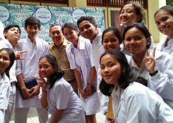 IBK Tribana bersama murid-muridnya. /Foto diambil di akun FB IBK Tribana