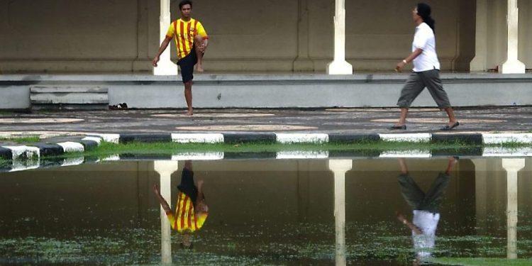 Sekar Sumawur: Dialog Kosong tentang Saluran Air dan Ikan Lele