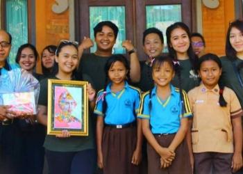 KKN PPM Unud 2018 di Mas Ubud: Dengan Melukis, Perangi Sampah Plastik