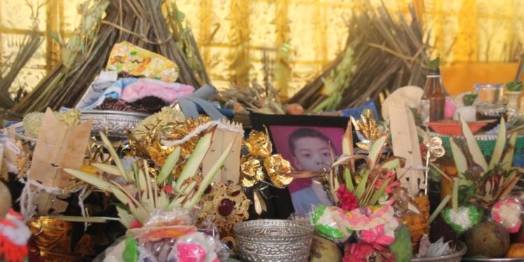 Banten bangun urip dalam upacara ngaben di Desa Cempaga