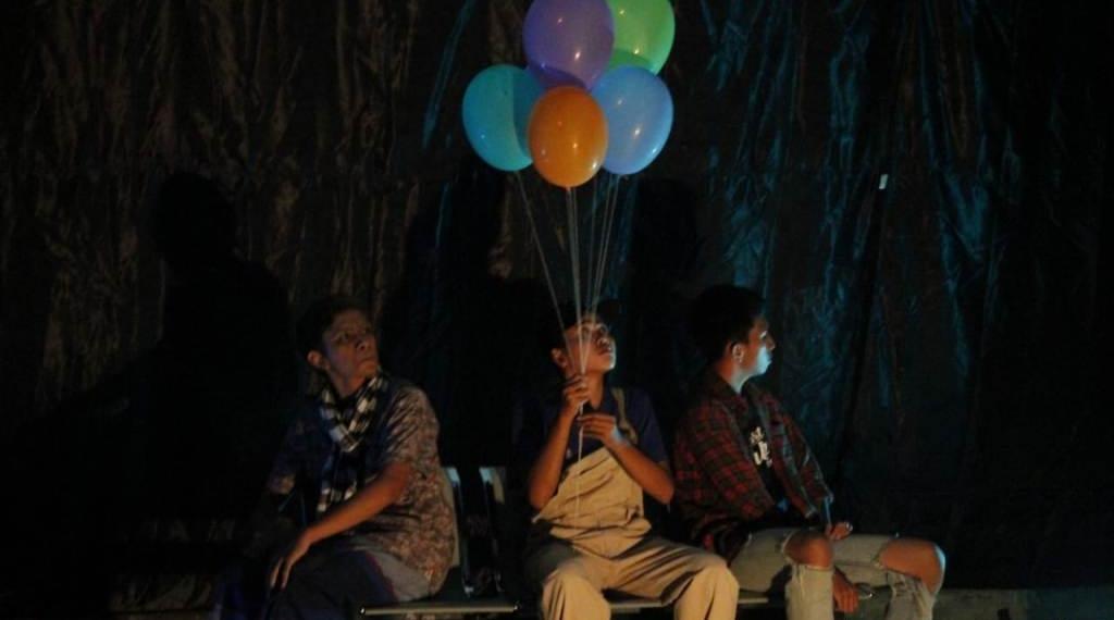 Pementasan teater Petang di Taman oleh Teater Kampus Seribu Jendela di Kampus Undiksha Singaraja,