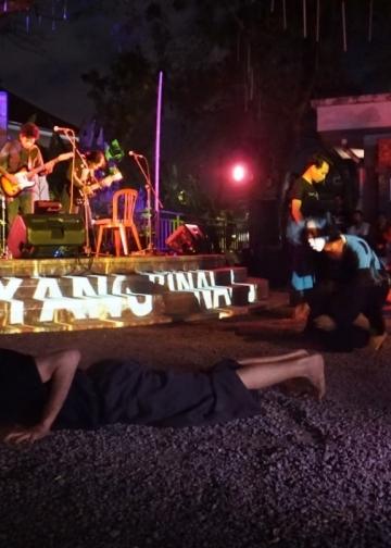 Pentas hasil proses Guyub Kalangan di acara Bali Yang Binal yang ke 8.