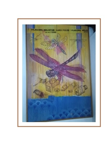 Lukisan capung di dinding Kulidan Kithen