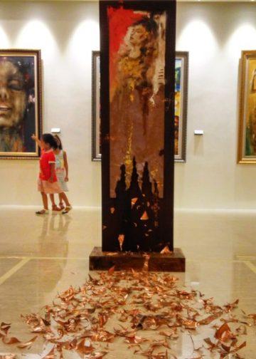Seni instalasi Arise 1 karya Apel Hendrawan -- Foto: Eka