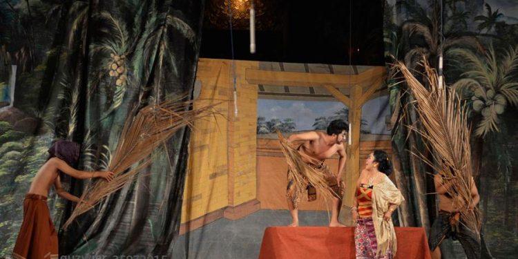 """Drama Gong """"Sukreni Gadis Bali"""" garapan Putu Satria Kusuma. # Foto: Agus Wiryadhi Saidi"""