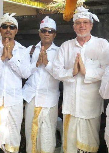 Made Wijaya (alm), nomor empat dari kiri. Sumber foto: Facebook Made Wijaya