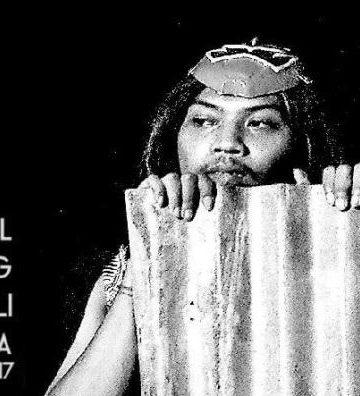 Bagian dari pementasan monolog Damai yang dimainkan Wayan Sumahardika/ Foto: Mursal Buyung