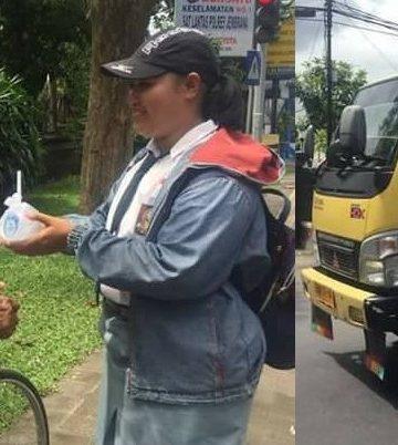 Sejumlah pelajar SMAN 1 Negara bagi-bagi nasi bungkus untuk perayaaan kelulusan mereka. /Foto: FB/Witari Ari