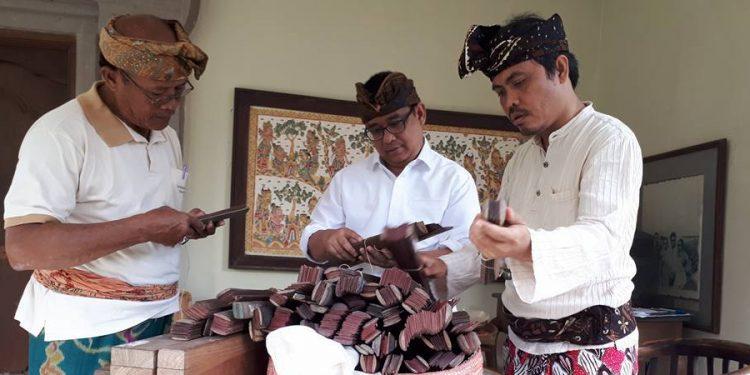 Pembacaan lontar di Puri Kauhan Ubud