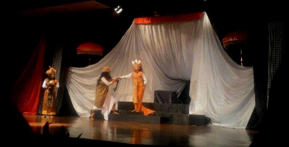 """Teater Sadewa memainkan """"Tragedi di Atas Ranjang"""" di Gedung Ksirarnawa, Taman Budaya Art Centre, Kamis 29 Juni 2017"""