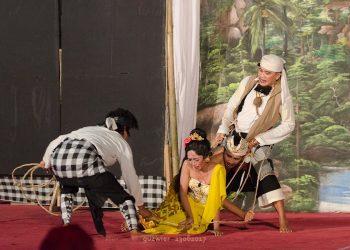 Pementasan Drama Gong dengan judul Koetkoetbi oleh Kampung Seni Banyuning di Pesta Kesenian Bali 23 Juni 2017./ Foto=foto: Agus Wiryadhi Saidi