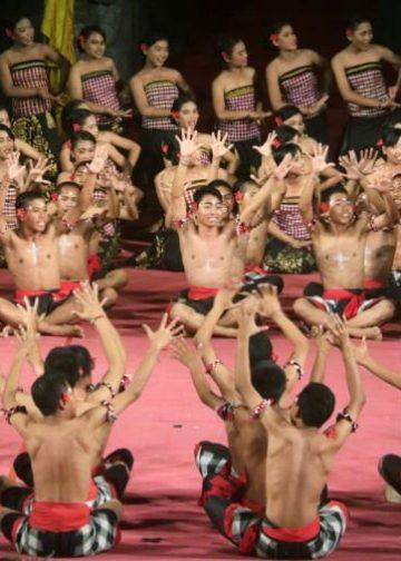 Pementasan Cak SMAN Bali Mandara di Taman Budaya Denpasar