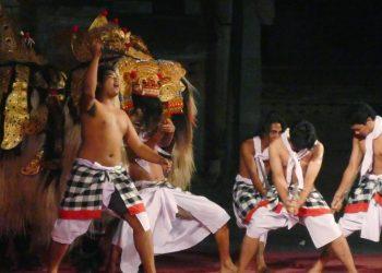 Pentas mahasiswa Unhi Denpasar