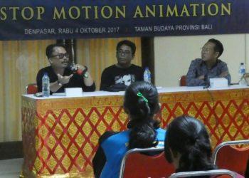 Oka Sudarsana, Ari Wicaksana dan Marlwe Bandem dalam workshop animasi di Taman Budaya Denpasar