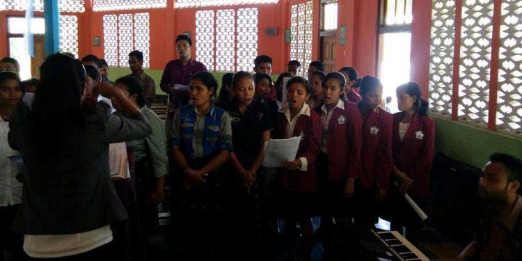 Senandung bhineka di sebuah Gereja di Bajawa