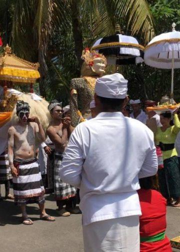 Tradisi Ngedeblag di Kemenuh, Gianyar. /Foto-foto: Moe Umezawa