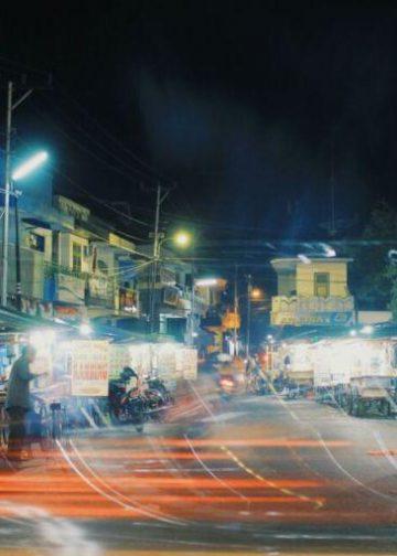 Pasar sengol suatu malam di sebuah kota di Bali