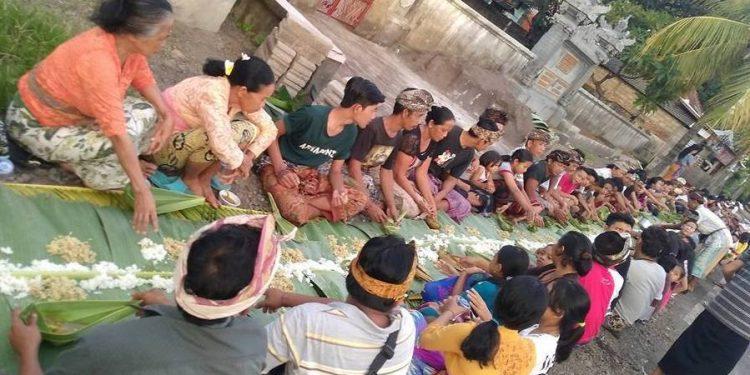 Foto: Pena Setiawan. Dokumentasi tradisi Nasi Blabar di Desa Pacung tahun 2016