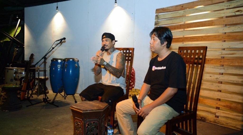 JRX pada acara Jah Megesah Vol #1 di Rompyok Kopi Kertas Budaya, Negara, Jembrana