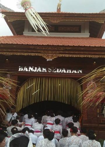 Balai Banjar Sedahan, Gulingan, Mengwi, Badung, yang megah