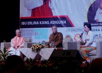 """Cerita Mama Leon dan Bhante Uttamo tentang Keyakinan Dhamma  di Acara Acara Dhamma Talk Tahun 2019 bertajuk """"Keyakinan, Harta Terbaik yang Dimiliki Seseorang"""""""