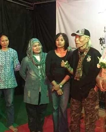GM Sukawidana, Umbu Landu Paranggi, bersama alumni Sanggar Cipta Budaya (Foto:FB)