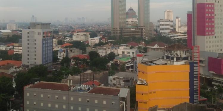 Potret gedung-gedung bertingkat di daerah sekitar Gubeng, Surabaya. (Dokumentasi. Mochamad Rifa'i)