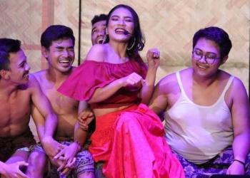 Pementasan drama musikal Sukreni Wang Sistri Listuayu oleh Kelompok Sekali Pentas di Gedung Ksirarnawa Taman BUdaya Denpasar, Kamis, 28 Februari 2019. (Foto; Adi Ngurah)