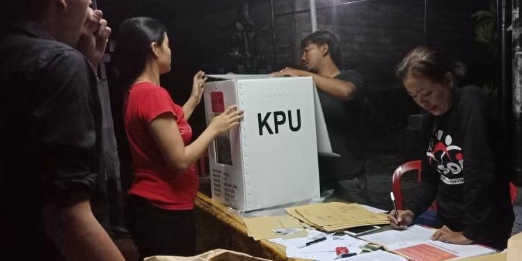KPPS sedang bekerja