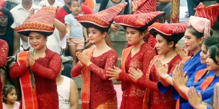 Horas…! Batak Menari di Pesta Kesenian Bali (Foto: Widnyana Sudibya)