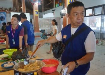 Atraksi Ko Made Adnyana dalam Camping Chef ala Dhamma Camp 2019