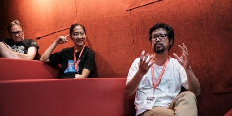 Fransiska Prihadi (tengah) sebagai direktur program, bekerja bersama susunan dewan juri yang sudah mulai bekerja mempertimbangkan film-film pilihan ini sejak bulan Juni 2019.