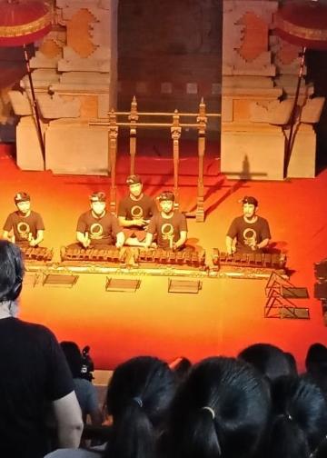 Gamelan kontemporer yang dibawakan oleh rOrAs Ensemble Kota Denpasar dalam ajang Festival Seni Bali Jani 2019 di Wantilan Taman Budaya Provinsi Bali, Kamis (31/10) sore.