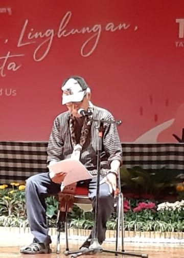 Penyair Umbu Landu Paranggi saat menyampaikan Pidato Kebudayaan dalam Seminar Internasional Sastra Indonesia di Bali, 10 Oktober 2019 di Taman Budaya Denpasar