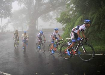 Pembalap Tour de Indonesia melintas di Gitgit (Foto Dok Agus Marlisetia)