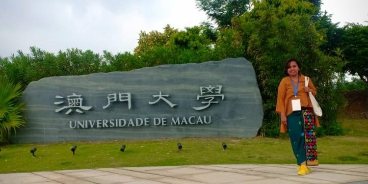 Di depan kampus Universitas Macau