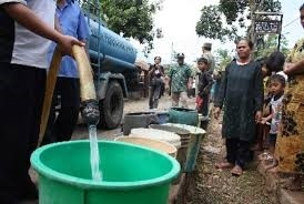 Gubernur bagikan air bersih di Nusa Penida Sumber: nasional.republika.co.id