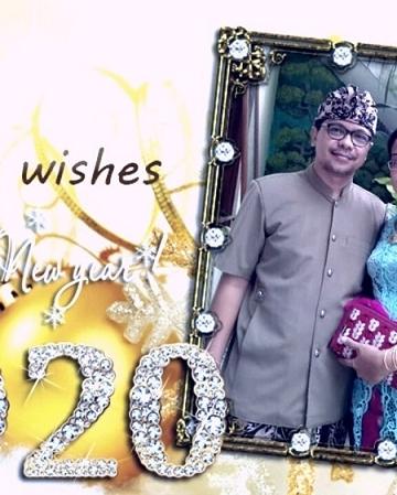 Penulis bersama istri mengucapkan Selaat Tahun Baru 2020