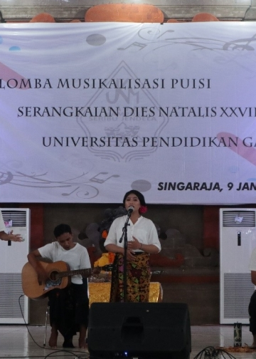 Kelompok Musikalisasi Puisi dari Fakultas Ilmu Pendidiikan Undiksha Singaraja