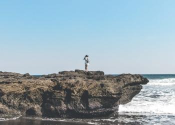 Atuh Beach, Belahan Timur Pulau NP Sumber: swissbel-arjuna.com